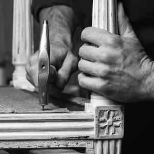 Mains d artisans tapissier romain testas 2