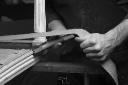Mains d artisans tapissier romain testas
